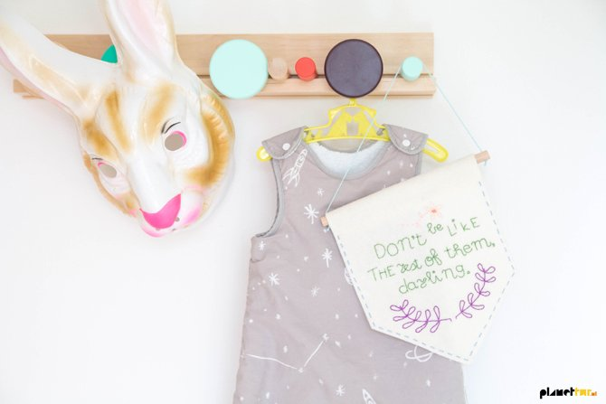 Easy DIY - Free embroidered banner - Planet Fur