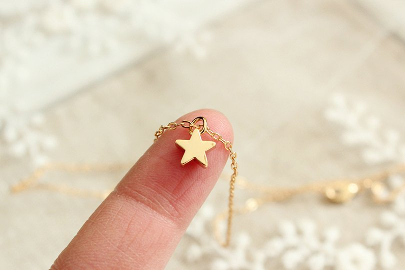 tiny gold star necklace - xuanqirabbit - Etsy - Petit Prince